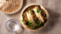 Steamed buns med misobakad portabello och gochujangmajonnäs
