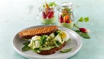 Grøn sandwich med gnavegrønt