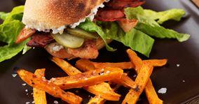 Kyllingesandwich og grillede hokkaidostave