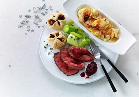 Roastbeef med flødekartofler og champignonpakker