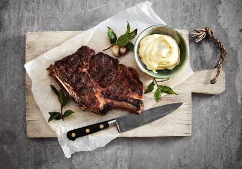 Grillet steak med hvidløgssmør