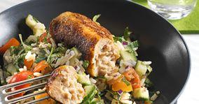Kyllingefrikadeller og kulørt salat