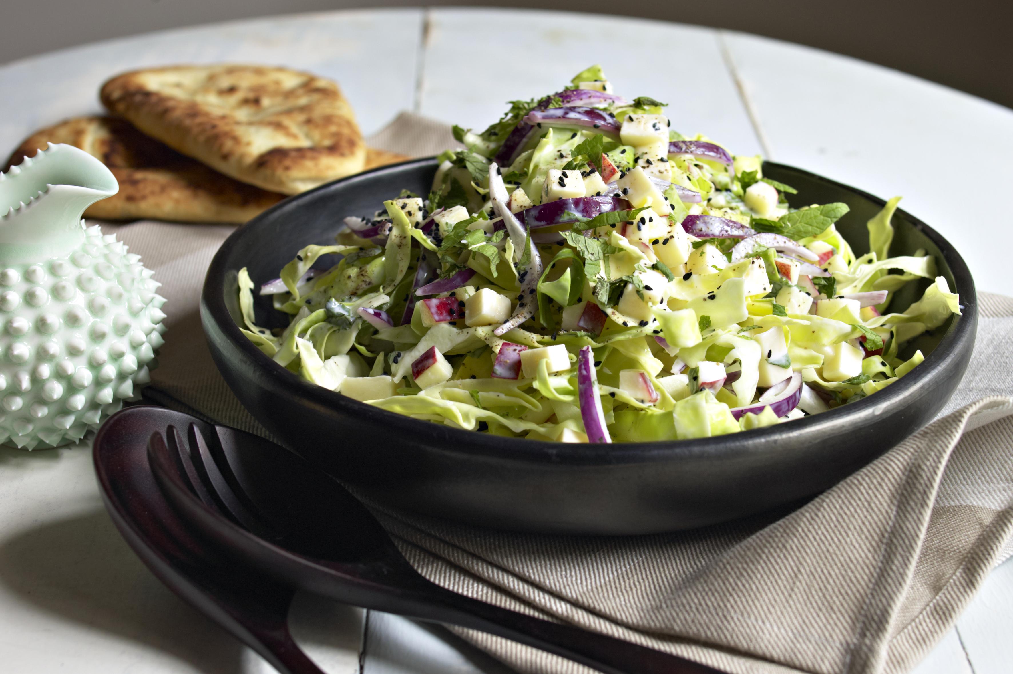 Naanbrød med kålsalat