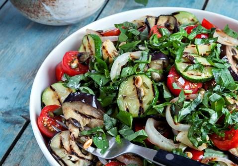 Grillede grøntsager med edamamehummus