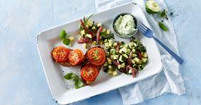 Bagte tomater og squashsalat med avocadodressing