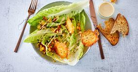 Cæsarsalat med stegte kartoffeltern