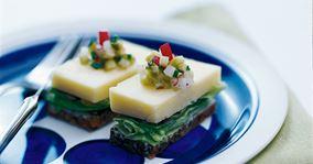 Smørrebrød med ost og radisesalsa