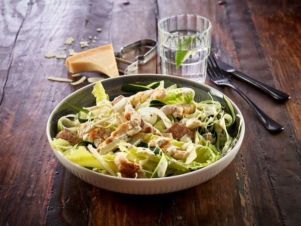 Cæsarsalat med kylling - den lette udgave