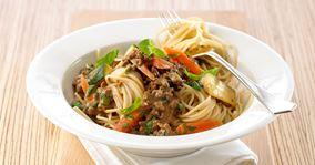 Spaghetti og kødsauce med grøntsager