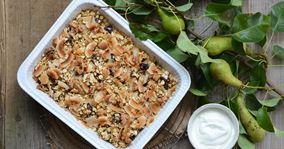 Søndagens luksusgrød bagt med pærer, dadler og valnødder
