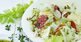 Salat med æbler og hvidskimmelost