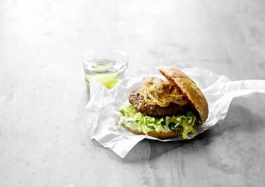 Cheeseburger med stegte løg