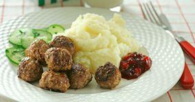 Köttbullar med potatismos - svenske kødboller med kartoffelmos