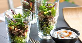 Salat med oksekød og bacon