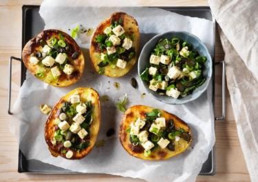 Ugnsbakad potatis med ostsallad