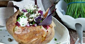 Bagte kartofler og løg med purløgsdressing
