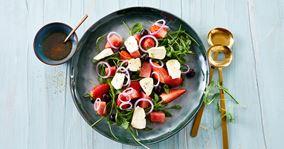 Sommersalat med ost og oliven