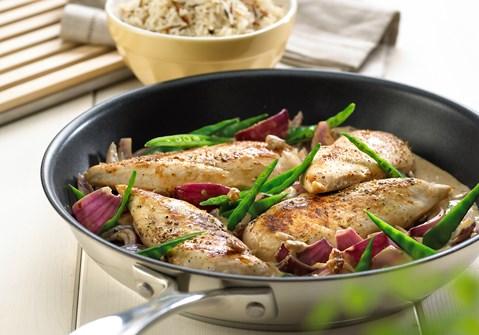 Pande med kylling og rødløg