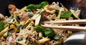 Wok med kylling, lime og bambus