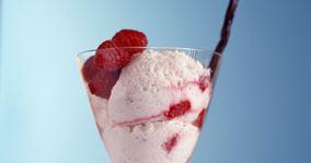 Kærnemælksfromage med hindbær