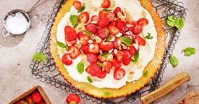 Mazarintærte med jordbær og fløde