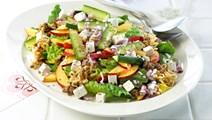 Salat med nudler og nektariner