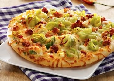 Pizza med porrer og bacon