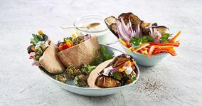 Pitabrød med grillede auberginer og kyllingekødboller