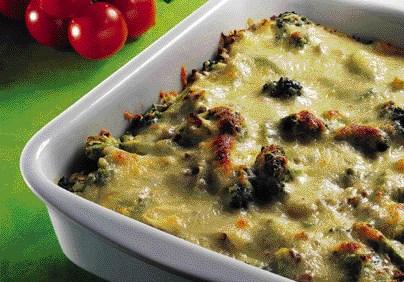Pastafad med oksekød og broccoli