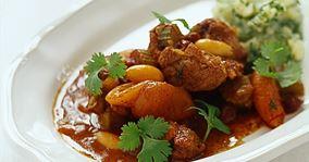 Krydret lammeragout med abrikoser og kartoffelpersillemos
