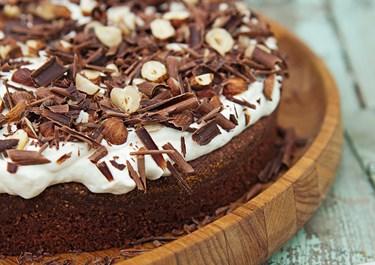Chokoladetærte med nøddeflødeskum