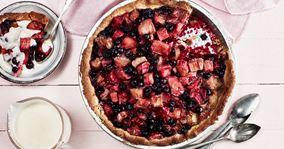 Tærte med rabarber og bær